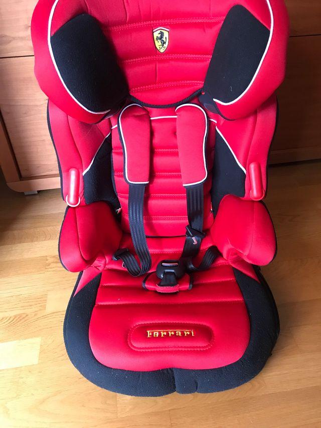 Silla coche niños marca Ferrari