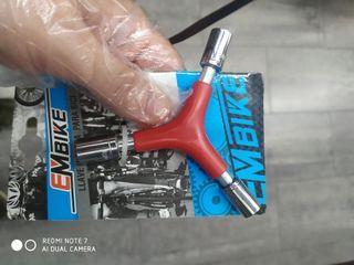 llave herramienta bicicleta