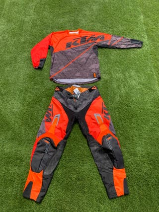 Pantalón y camiseta motocross KTM