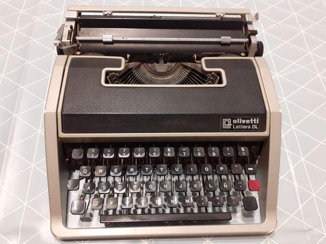 Máquina de escribir Oliveti