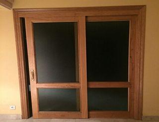 Puertas correderas de madera. Muy buen estado