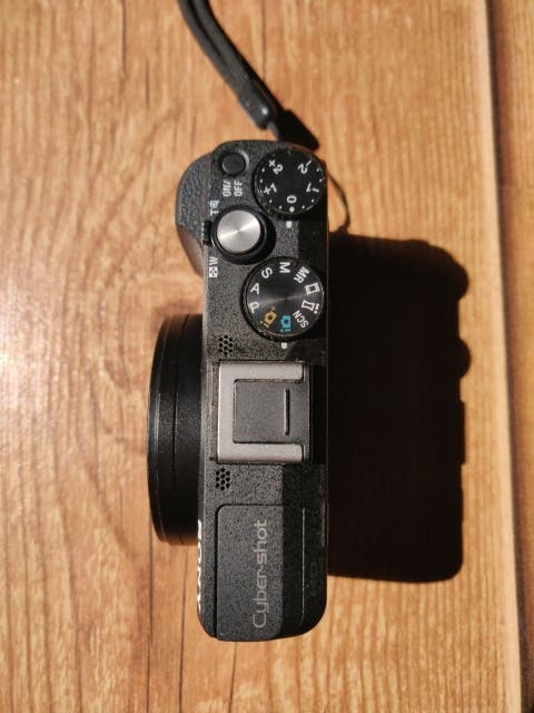 Cámara compacta Sony DSC-HX60.
