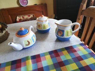 jarra de leche, azucarero y jarra de cafe