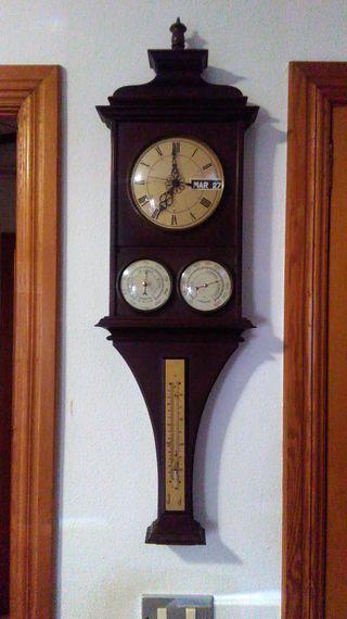 Reloj, termómetro e higrómetro