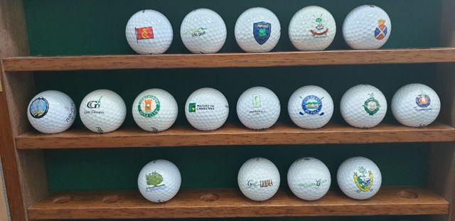 Bolas de golf con logo de campos españoles