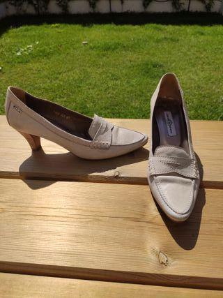 Zapatos verano color hueso tacón medio