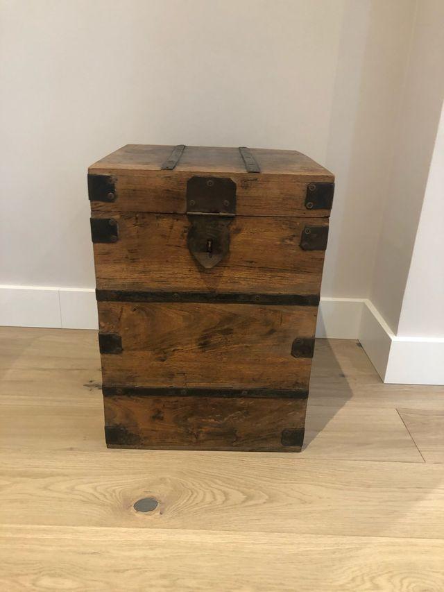 Baúl decorativo, se puede usar como mesa auxiliar