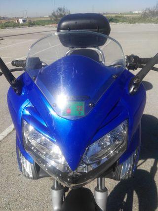 se vende Honda Varadero 125