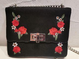 precioso bolso con cadena... NUEVO