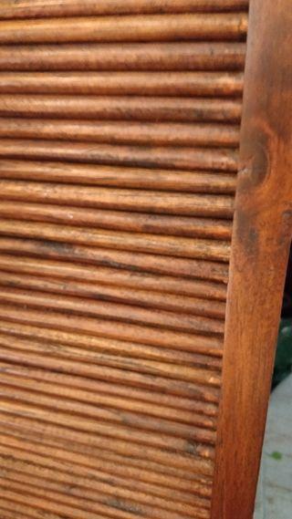Mueble antiguo de roble con persiana