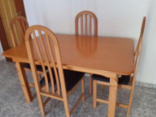 juego de mesa y seis sillas recién tapizadas