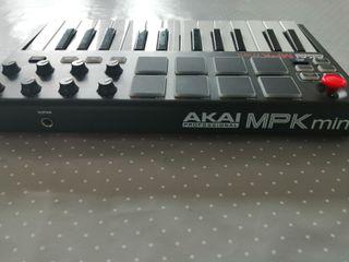 Akai MPK Midi Controller