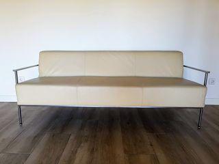 Sofá de piel blanca