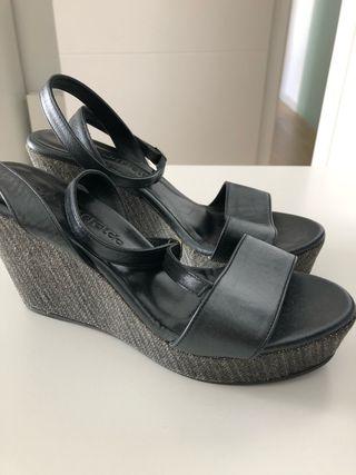 Sandalias cuña tobillo gris