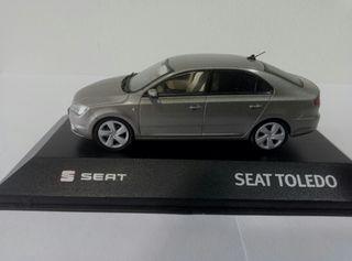 Seat Toledo IV a 1/43 con urna.