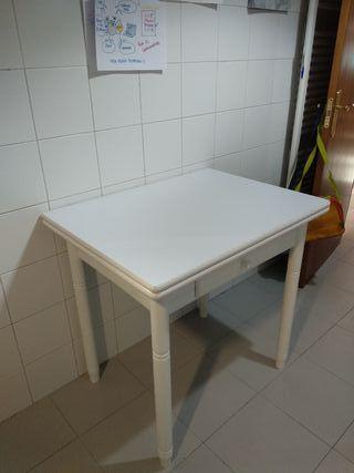 Mesa de cocina abatible con 2 sillas y 2 taburetes