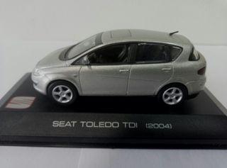 Seat Toledo MK III a 1/43, con urna.