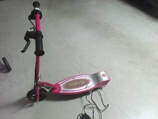 Patinete eléctrico rosa para niños