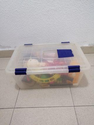 Caja transparente y azul