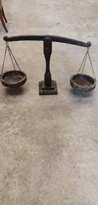 balanza de madera