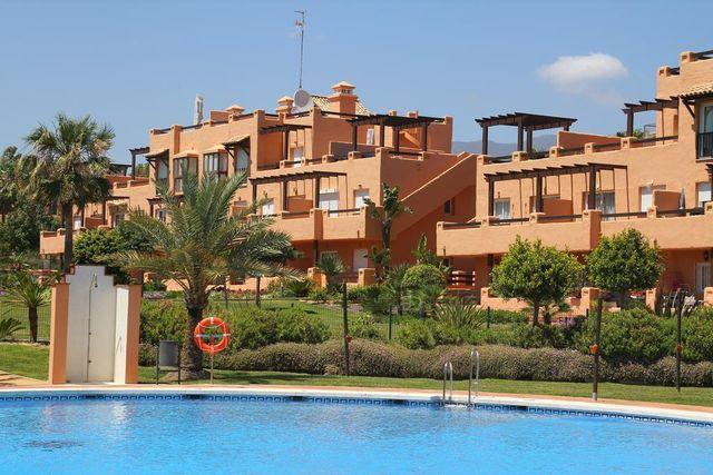 Precioso bajo en urbanización privada (Bahía de Casares, Málaga)