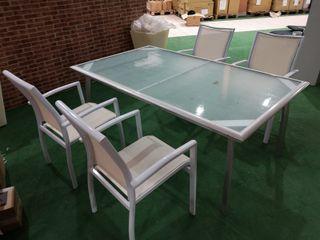 Conjunto de exterior (Mesa + 4 sillas)