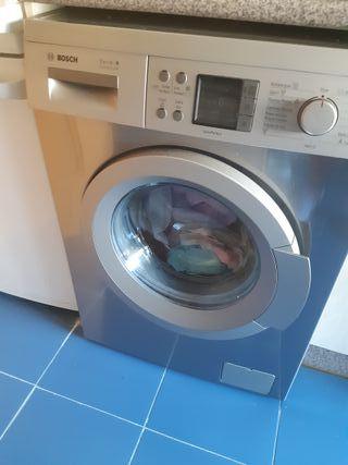 Lavadora Bosch color Gris.