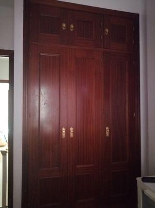 conjunto de puertas de ropero empotrado