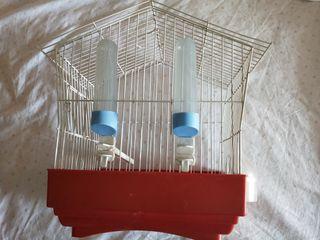 jaula mediana para pájaros con comedero y bebedero