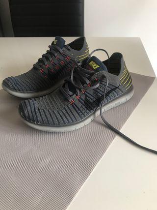 Zapatillas Nike free Rn Flyknit talla 42,5