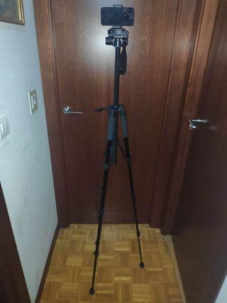 Se vende trípode para cámara de fotos y de móvil.
