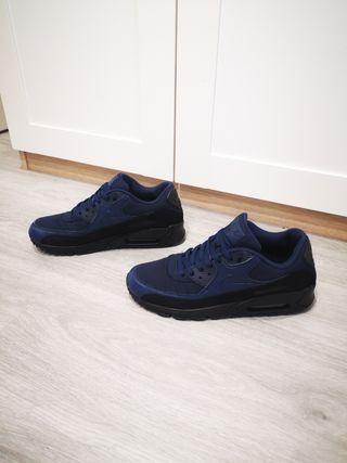 zapatillas Nike Air más 99 essential
