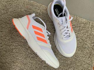 Zapatillas para correr Adidas. Nuevos. Talla 40