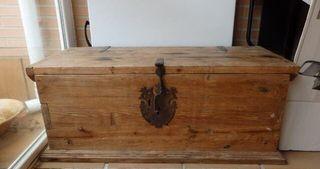 Baul antiguo madera