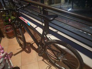 Bicicleta BTT marca Rockrider