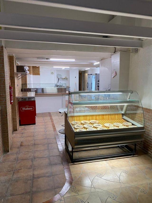 Local de comida para llevar (pizzería nueva).