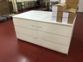 Mueble con cajones