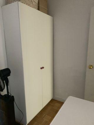 Armario de Ikea dos puertas lacado blanco