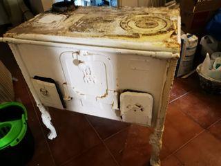 cocina de carbón antigua