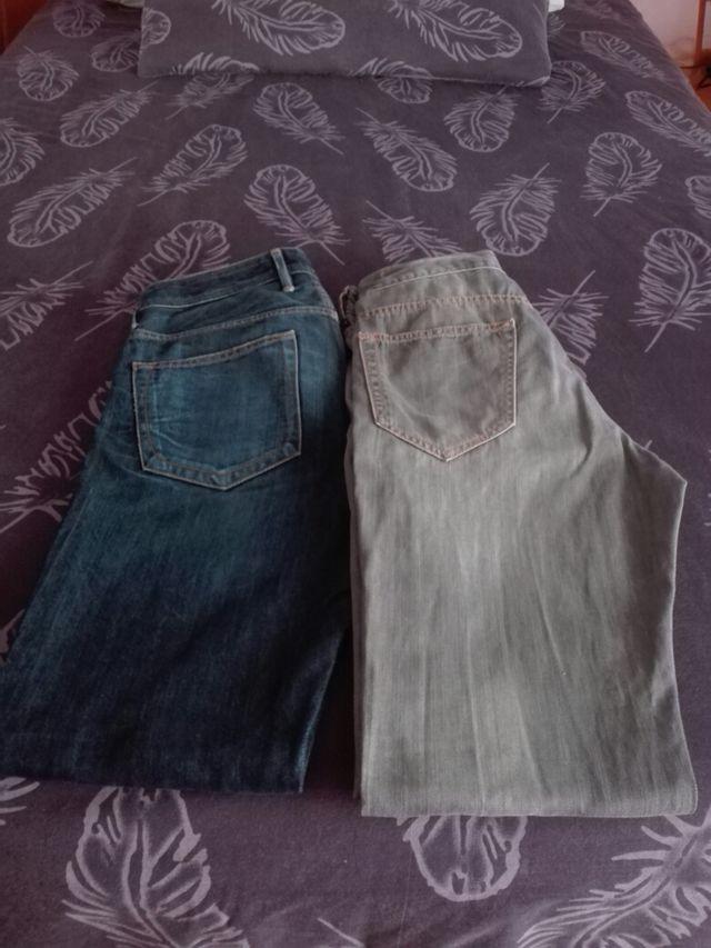 Dos pantalones vaqueros de hombre
