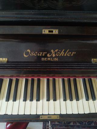piano antiguo de pared Oscar Kohler