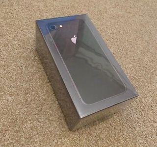 iPhone 8 + 64GB Grey