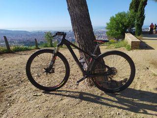 "Bici MTB Cube de carbono 29"""