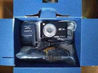 Cámara digital de fotos Panasonic.