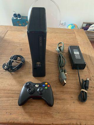 Consola XBOX 360 S Con Mando y cables