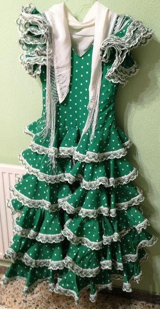 Vestido de andaluza con complementos