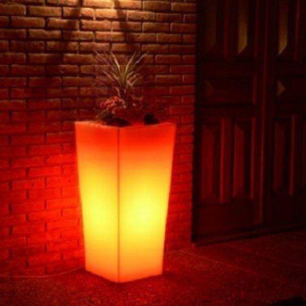 Maceteros en polietileno con ilumionacion