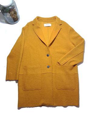 Zara/ Abrigo entretiempo oversize mostaza. T: XL