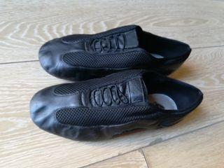 Vendo zapatos de baile tipo jazz .