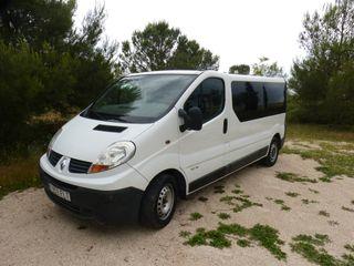 Renault Trafic Larga, Combi de 9 plazas.